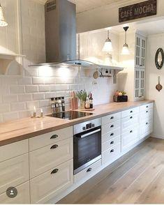 magnificient small kitchen design ideas on a budget 10 Studio Kitchen, Home Decor Kitchen, Interior Design Kitchen, Country Kitchen, New Kitchen, Home Kitchens, Kitchen Dining, Apartment Kitchen, Küchen Design