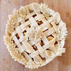This Grandma's Apple Pie With Lattice And Snowflakes recipe is featured in the Pie Crust Inspiration feed along with many more. Pie Decoration, Decoration Patisserie, Pie Crust Recipes, Apple Pie Recipes, Apple Pies, Köstliche Desserts, Delicious Desserts, Apple Desserts, Dessert Recipes