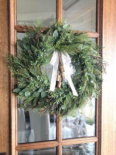 Decoration Christmas, Christmas Porch, Merry Little Christmas, Christmas Love, Outdoor Christmas, Xmas Decorations, Beautiful Christmas, Winter Christmas, Christmas Wreaths