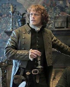 Hasta él se engalana para el viernes #samheughan #jamiefraser #outlander #outlandercast #outlanderfans #outlanderseries #outlanderstarz #forastera #dianagabaldon #caitrionabalfe #clairerandall #clairefraser #season2 #highlander #highlands #scotland #perfectman #photooftheday #bookstagram #book #picoftheday #tvshow #serie #scottish #sassenach #kilt #dragonflyinamber #friday