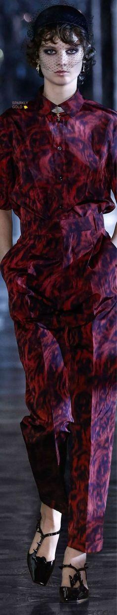 Trendy Rain — Christian Dior Fall 2021 RTW Dior Fashion, Runway Fashion, Fashion Models, English Fashion, Christian Dior Couture, Miss Dior, Unique Fashion, Catwalk, Fall Winter