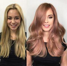 Chica con el cabello en color rosa con dorado con toques de violeta