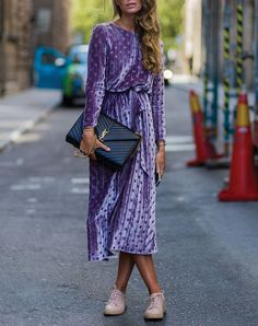How pretty is this velvet dress? Need to add some velvet to my closet for fall and winter! // PureWow