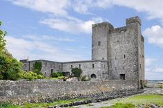 Oranmore Castle is a castle in Oranmore, County Galway, in Ireland. This enchanting castle sparks the imagination and is perfect for artistic retreats and alternative events, wedding ceremonies, concerts and workshops.