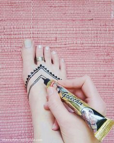 DIY TRIBAL HENNA TATTOO | ellawayfarer.com/