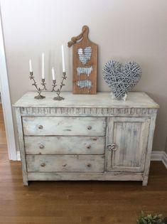 Chalk painted dresser #shabbychicdressersideas