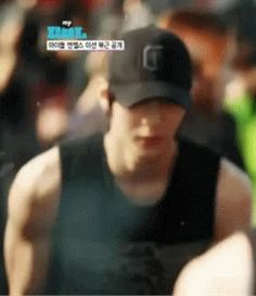VIXX LEO LOOK AT HIM WORKING OUT