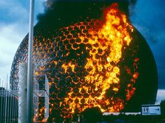 Biosphere on fire, 1976