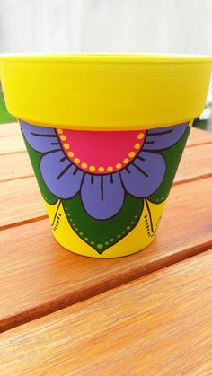 MACETAS Flower Pot Art, Flower Pot Design, Flower Pot Crafts, Clay Pot Crafts, Diy Home Crafts, Garden Crafts, Paint Garden Pots, Painted Plant Pots, Painted Flower Pots