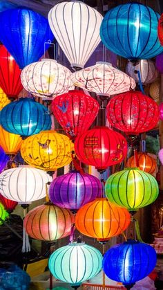 Hoi An Lantern Festival Guide & Dates | Heading to Hoi An Vietnam and want to visit the Hoi An Lantern festival? Complete guide to the lantern festival with 2017 & 2018 dates.