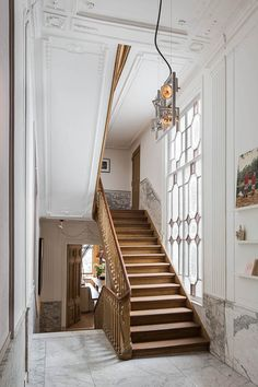 Staircase in a Herengracht canal house. Renovation by studio RUIM. Photo by Daniel Nicolas Interior Exterior, Interior Architecture, Interior Design, Canal House Amsterdam, South Shore Decorating, Staircase Design, Classic House, Classic Style, Home Living