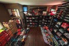 Dc Shoes Girls, Jordan Shoes Girls, Shoe Storage Wardrobe, Shoe Closet, Shoe Room, Shoe Wall, Cl Shoes, Hype Shoes, Sneaker Collection