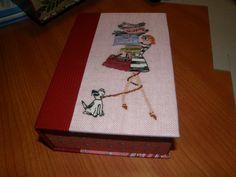 Petite boite livre avec broderie Les cartons de Praline