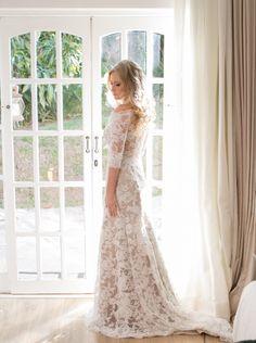 Noiva | Bride | Vestido | Dress | Vestido de noiva | Wedding dress | Bride's dress | Inesquecivel Casamento | Renda | Rendado | Vestido rendado | White dress | Vestido de mangas longas | Vestido rendado | Vestido com transparência | Vestido moderno
