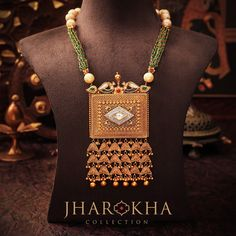 Colorful and artsy jharokha neckpiece that�ll rock your traditional outfits! White pearls, green beads, and a kite in the center come together in this piece to give it an aristocratic appeal! #Jharokha #Set #MJJewellery #Manubhai #Borivali #Mumbai #JewelleryLove #HallmarkedGold #Hallmarkedjewellery #BeautifulIndianJewellery #Rajasthan #Marwari #Haveli #Rajasthanijewellery #rajputjewellery #Rajputanajewellery #Rajasthanheritage
