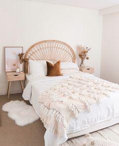 Make your carpet work // interior design Room Ideas Bedroom, Home Decor Bedroom, Bedroom Signs, Diy Bedroom, Master Bedrooms, Bedroom Inspo, Bedroom Apartment, Entryway Decor, Aesthetic Room Decor