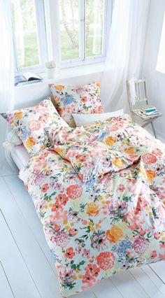 Bunte Bettwäsche mit Blumen Muster