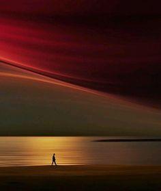 cheiro-of-me :  Sim: Eu sou um sonhador. Para um sonhador é aquele que só pode encontrar o seu caminho pelo luar, e sua punição é que ele vê o amanhecer antes do resto do mundo. _ Oscar Wilde