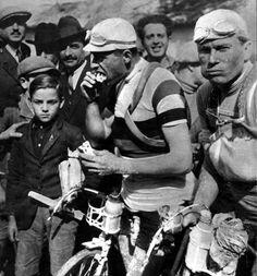 Alfredo Binda 1927 Giro de Italia Velo Retro, Vintage Cycles, Cycling News, Bike Photo, Bicycle Race, Historical Images, Second World, Save The Planet, Road Racing