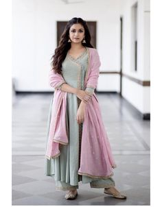 EyePopping Images Of Actress Keerthi Suresh. Indian Look, Indian Ethnic Wear, Indian Style, Pakistani Dresses, Indian Dresses, Indian Wedding Dresses, Pakistani Suits, Indian Suits, Indian Attire