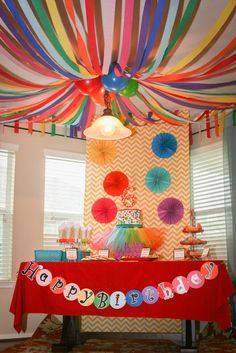Addison's Art Party from Catch My Party - You can create colorful and cheap decorations by adding streamers and balloons to a light fixture. This would be a great way to decorate the ceiling for Workshop of Wonders VBS! #firstpresorangeburgvbs