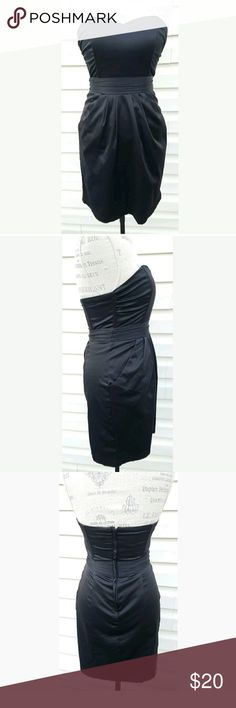 H&M Black Strapless Dress with Pockets Size 6 This is in good used condition. H&M Dresses Mini