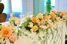 オレンジとピンクの装花
