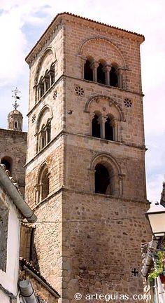 Campanario románico de Santa María la Mayor de Trujillo