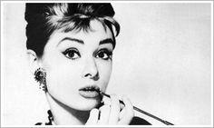 Audrey Hepburn fue el nombre artístico de Audrey Kathleen Ruston, una actriz y humanitaria británica. Reconocida como icono de la moda y el cine, Hepburn estuvo activa durante la época dorada de Hollywood. Wikipedia Fecha de nacimiento: 4 de mayo de 1929, Ixelles, Bélgica Fecha de la muerte: 20 de enero de 1993, Tolochenaz, Suiza Estatura: 1,70 m
