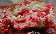 Brioche aux pralines roses avec Thermomix, une délicieuse brioche moelleuse avec une mie filante aux pralines roses très facile à faire pour le petit déjeuner ou le goûter.