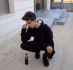 all black outfit boy Indie Outfits, Grunge Outfits, Outfits Hombre, Tumblr Outfits, Boy Outfits, Tumblr Boys, Fotos Tumblr Boy, Winter Hipster, Aesthetic Boy