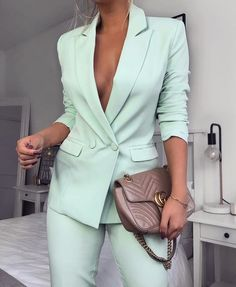 show me your style Dm 📤 . Fashion 2020, Look Fashion, Fashion Outfits, Woman Outfits, Business Outfits, Business Fashion, Classy Outfits, Stylish Outfits, Grad Suits