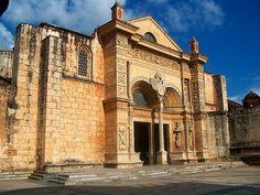 Este es Catedral Primada de America. El Catedral es en Santo Domingo. El Catedral es cultura para República Dominica. La arquitectura de el catedral es muy bonita y grande.