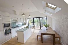 Light & airy open plan kitchen/dining room kitchen extension side r Small Open Plan Kitchens, Open Kitchen Layouts, Open Plan Kitchen Dining Living, Open Plan Kitchen Diner, Kitchen Island, Kitchen Extension Side Return, Kitchen Diner Extension, Kitchen Family Rooms, Living Room Kitchen