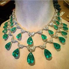 """Mario-Temmy NVW on Instagram: """"Emeralds drops and diamonds necklace by @chopard #finejewellery #emeraldsdrops #diamonds #colombianemeralds #redcarpet #chopard #oneofakind…"""" I Love Jewelry, High Jewelry, Jewelry Art, Jewelry Necklaces, Fashion Jewelry, Women Jewelry, Emerald Jewelry, Diamond Jewelry, Royal Jewelry"""