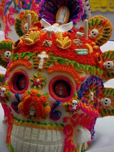 2018 Toluca de Lerdo, México This is a Weakling handmade in sugar and Candy Frost. Mexico Day Of The Dead, Day Of The Dead Art, Sugar Skull Molds, Sugar Skulls, Mexican Costume, Mexico Culture, Mexico Art, Mexican Designs, Mexican Folk Art