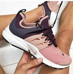 Need information and some tips on ladies sneakers and boots. Sneakers You Can Wear Without Socks. Cute Shoes, Me Too Shoes, Sneakers Fashion, Shoes Sneakers, Ladies Sneakers, Heeled Boots, Shoe Boots, Sneaker Store, Workout Shoes