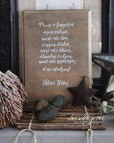 """139 kedvelés, 2 hozzászólás – Hosszú-Bardócz Éva (@hosszubardocz) Instagram-hozzászólása: """"Ünnepi tábla kézzel festve #karacsonyihangulat #karácsony #tábla #kézzelfestett #mutimitalkottal…"""" Advent, Art Quotes, Chalkboard, Instagram Posts, Christmas, Gifts, Painting, Haus, Yule"""