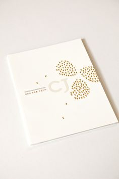 ㈜디자인소호 브로슈어- CJ : 네이버 블로그 Book Design Layout, Book Cover Design, Editorial Layout, Editorial Design, Branding Design, Logo Design, Poster Fonts, Buch Design, Brochure Cover