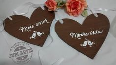 Dupla de plaquinhas para cadeira dos noivos. www.elo7.com.br/jupiartes