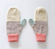 Mittens No 18 by SarahMcNeil on Etsy Knit Mittens, Knitted Gloves, Striped Mittens, Hand Knitting, Knitting Patterns, How To Purl Knit, Knitting Accessories, Knitting Projects, Scrappy Quilts