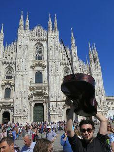 Primi violoncelli davanti al Duomo #RaiExpo #expo2015 #100cellos #DuomoMilano #flashmob
