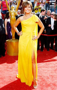 Mariska Hargitay wears a bright yellow Carolina Herrera gown at the 2008 Emmy Awards
