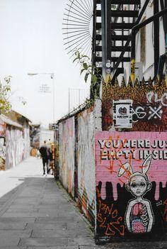 35mm | Brick Lane in a Photograph > http://www.kateidoscope.com/2016/07/35mm-brick-lane.html #bricklane #graffiti #35mm #filmphotography