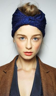 Karen Walker blush, coral lips, and a turban on top. Love the turban and the coral lips! Street Style Vintage, Vintage Style, Trendy Mood, Trendy Hair, Coral Lips, Scarf Styles, Hair Styles, Karen Walker, Fashion Images