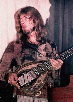 John Mayall holding the guitar he made. http://icarolavia.blogspot.com.es/2014/11/music-john-mayall-en-barcelona-all-your.html #johnmayall #80sbirthdaytour #festivalmilleni #lauditori #barcelona #britishblues #whitefatheroftheblues