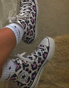 Dr Shoes, Hype Shoes, Me Too Shoes, Shoes Heels, Pumps, Converse Rose, Vetement Fashion, Aesthetic Shoes, Aesthetic Style