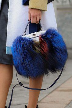 SÍ Y NO: Las 20 'crazy bags' del street style... ¿Te atreverías a llevarlas?