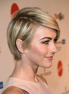 Julianne Hough Short Hair Related posts: Singer Julianne Hough arrives at An Unforgettable Evening Benefiting… Julianne Hough. Short haircut and hairstyles from actriz Julianne Hough. Blond s… Julianne and Derek Hough Trending Hairstyles, Pixie Hairstyles, Pixie Haircut, Straight Hairstyles, Haircuts, Julianne Hough Short Hair, Celebrity Short Hair, Corte Y Color, Short Hair Cuts
