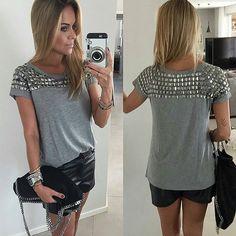 #mulpix Pedraria frente ➕ costas... Essa foi a escolha da lindaaa @Dani__Cardoso neste fds ❤❤❤ Cooorra para garantir já a sua!!! _______________________ Compras e valores 》Whatsapp (11) 95321-1003 》cuteclosetstore@gmail.com . . .  #details  #gray  #pedraria  #bordado  #leather  #glam  #chicandcool  #style  #perfect  #look  #top  #cool  #outfit  #ootd  #fashion  #fashionista  #moda  #beautiful  #blonde  #back  #trendy  #chic  #omg  #lookbook  #lookoftheday  #outonoinverno  #sunday  #n...